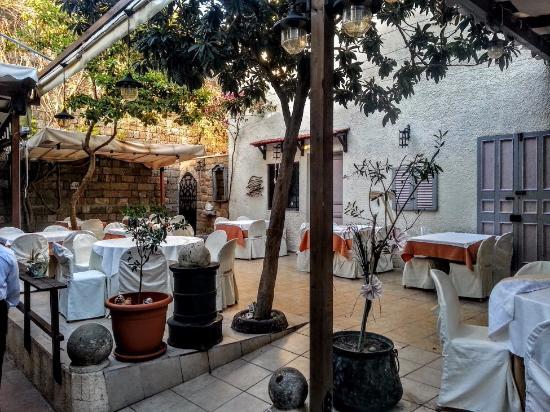 Alexis 4 Seasons Seafood Restaurant: Inner Garden