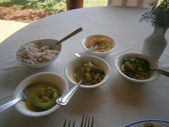 Dalmanuta Gardens - Ayurvedic Resort & Restaurant: Fresh and delicious unch for Pitta body type