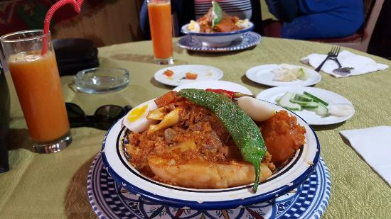 Beau décor picture of restaurant andalous tunis