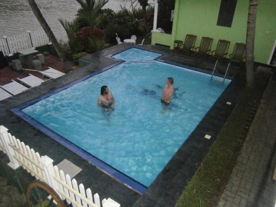 Tennekumbura, Sri Lanka: The pool above the river was very refreshing