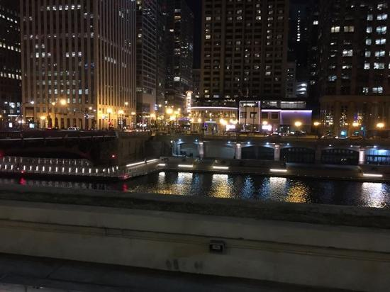 the night lights of chicago picture of smith wollensky chicago
