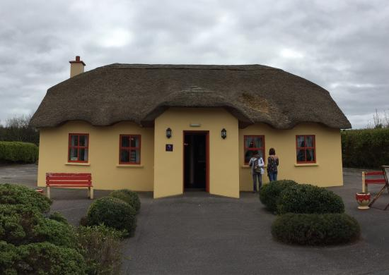 The Thatch Cottage: photo1.jpg