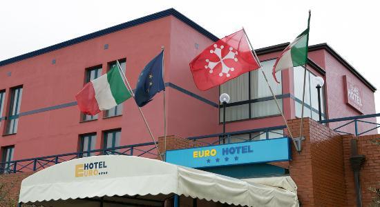 Entrata Euro Hotel