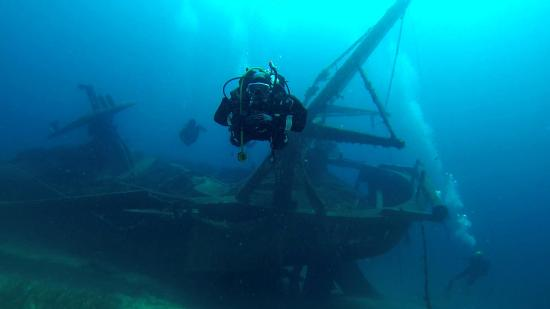 Primosten, Croatie : Fishermans friend wreck, Tmara island with Pongo divers
