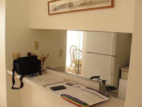 Koa Lagoon: Unit 506 looking from living room into kitchen