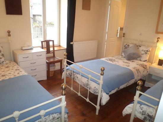 laura 39 s chambres d 39 hote b b huelgoat france voir les tarifs 25 avis et 45 photos. Black Bedroom Furniture Sets. Home Design Ideas