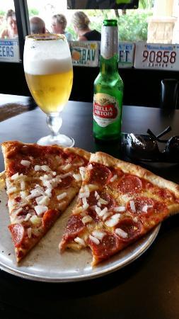 Danny's Pizzeria: Great afternoon break!