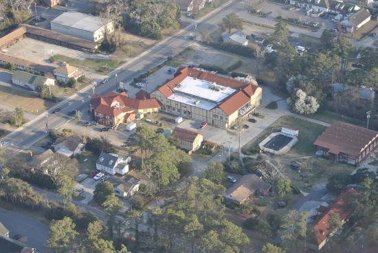 Elizabethan Inn: Aerial View of the Property
