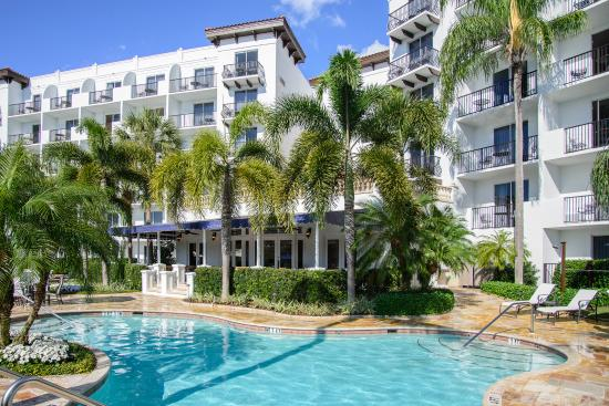 Inn at Pelican Bay: Outdoor Pool