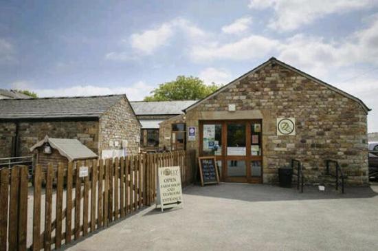 Garstang, UK: Farm Shop and main entrance