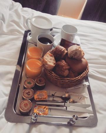 Angely Hotel: Breakfast in bed, Was warm and tasty