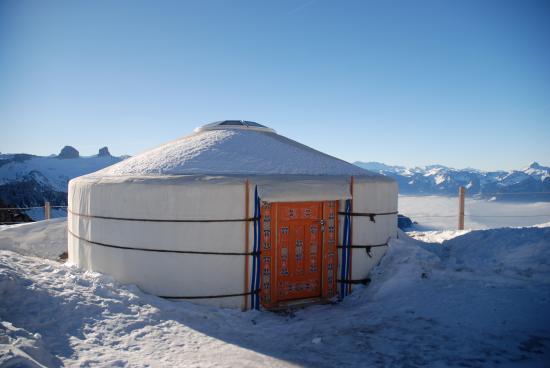 Rochers-de-Naye Yurts: Yourte version hiver
