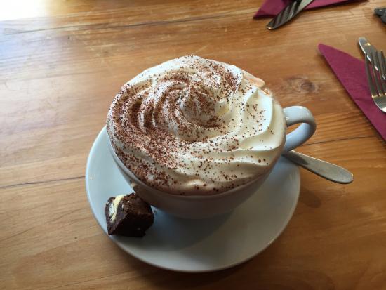 Easingwold, UK: Hot chocolate deluxe.