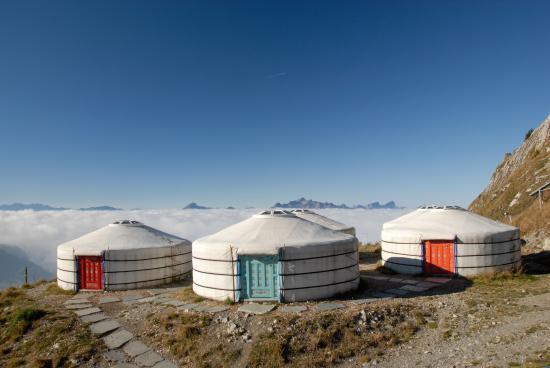 Rochers-de-Naye Yurts: yourtes printemps
