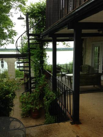 Lakehouse Bed & Breakfast: Cozy and quiet place.