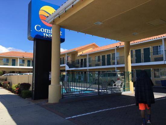 Comfort Inn Beach/Boardwalk Area: Approaching from coming back from the boardwalk