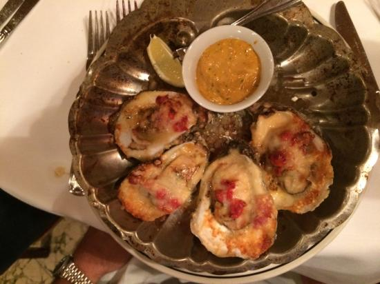 The Pelican Club: The Oysters.... you MUST...I just wish I had several orders... SO good