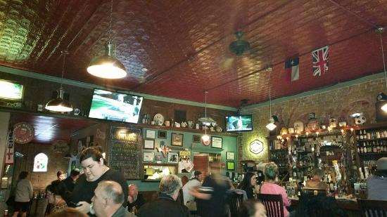 College Street Pub : Great atmosphere