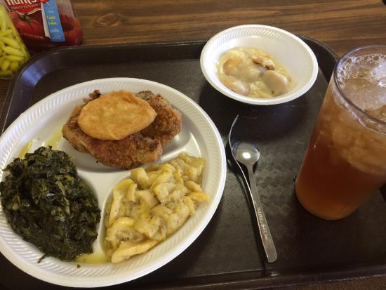 Ozark, AL: Best lunch in town. The banana pudding is incredible.
