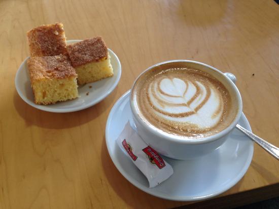 Resultado de imagen de cafe con bizcocho