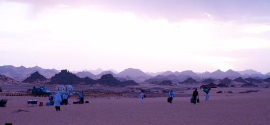 Ghat, Libia: The timid sun in the Sahara mornig (cooooold)