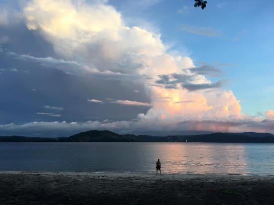 Four Seasons Resort Costa Rica at Peninsula Papagayo: Beautiful sunset over the ocean.