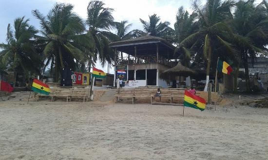 Orange Beach Bar and Restaurant: Best place close to the ocean to be inside cape coast.ghana.west africa.