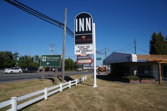 Westward Inn & Suites: Main Sign