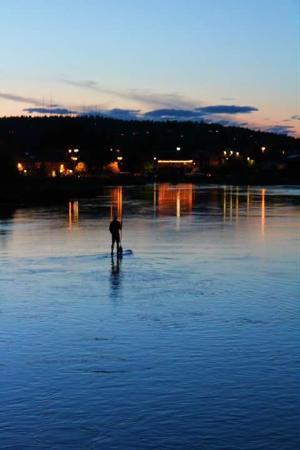 Prineville, Oregón: Paddle Boarding the Deschutes