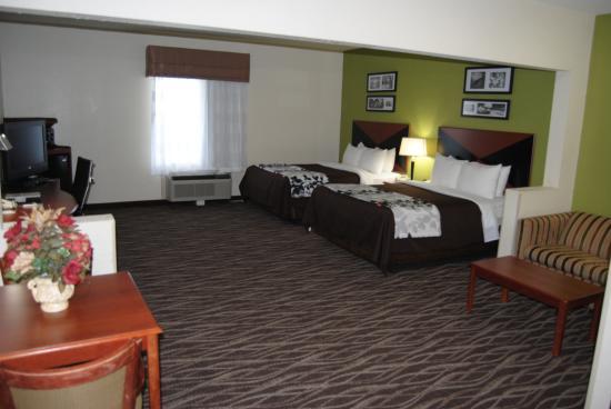 Sleep Inn & Suites Montgomery: Suite, 2 Queen Bed Non Smoking