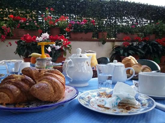 Villa Rosa  Etna Bed & Breakfast: 20160416_090211_large.jpg
