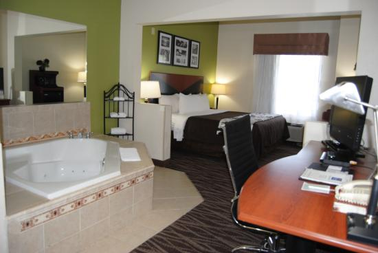 Sleep Inn & Suites Montgomery: Jacuzzi Suite, 1 King Bed Non Smoking