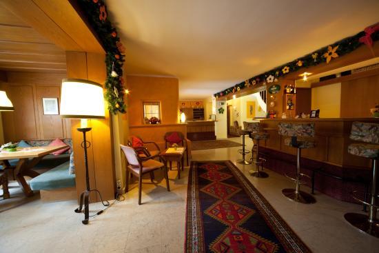 Hotel Cristallago: Hotelhalle