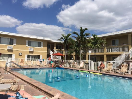 Sandcastle beach club resort reviews fort myers beach for Rooms to go kids fort myers