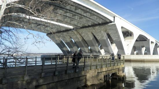 Oxon Hill, MD: Woodrow Wilson Bridge Trail