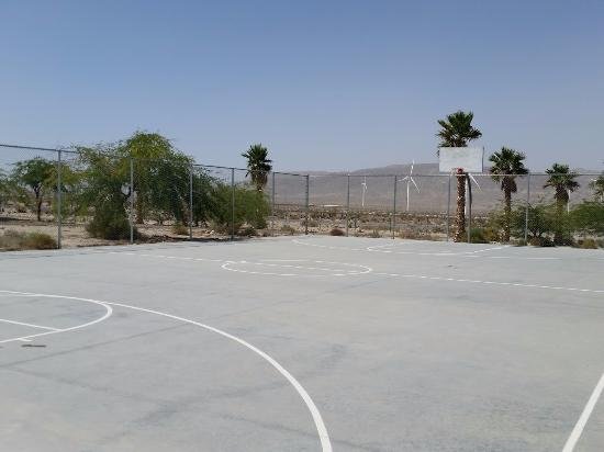 Ocotillo, Kalifornien: full basketball court