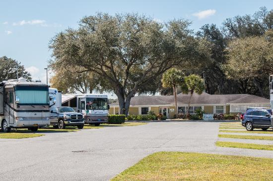Bushnell, FL: Beautiful RV Sites and Clubhouse