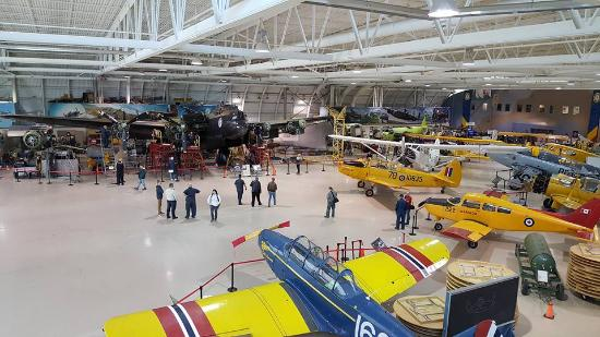 Mount Hope, Canadá: A view of the hanger floor, the restoration area is located along the upper portion of the pic.