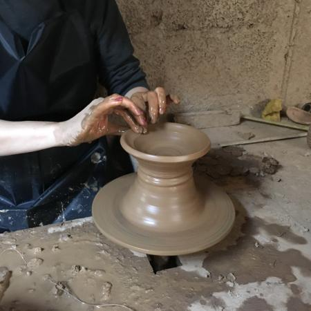 Ateliers d'Ailleurs: Making pottery