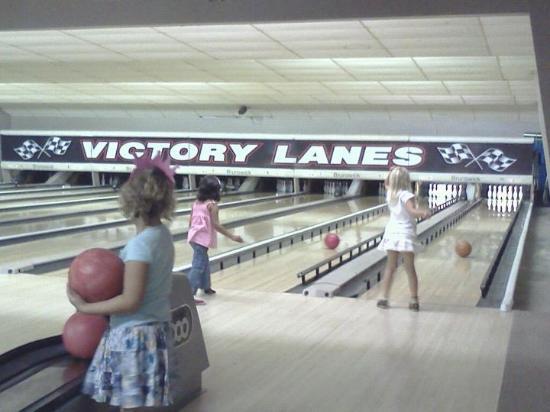 Mora, MN: Bowling