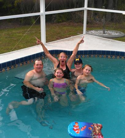 Rotonda West, FL: Group picture in the pool