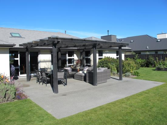 West Melton, New Zealand: Outdoor seating area