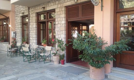 Elati, Grecia: Είσοδος Ξενοδοχείου