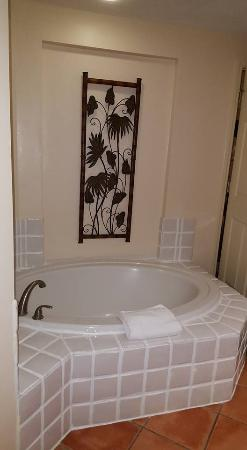 oversized soaking tub not a jacuzzi picture of grande villas rh tripadvisor co za