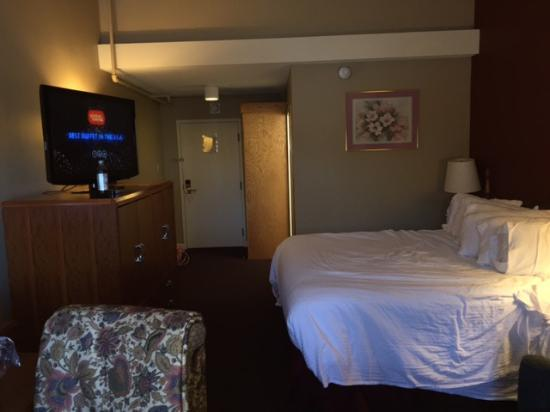 Fireside Inn & Suites: King (premium) suite