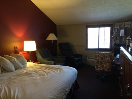 Fireside Inn & Suites: King (premium) suite with fireplace and massage recliner by window