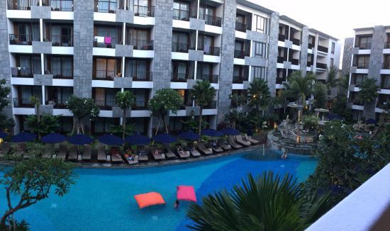 Courtyard by Marriott Bali Seminyak Resort Photo