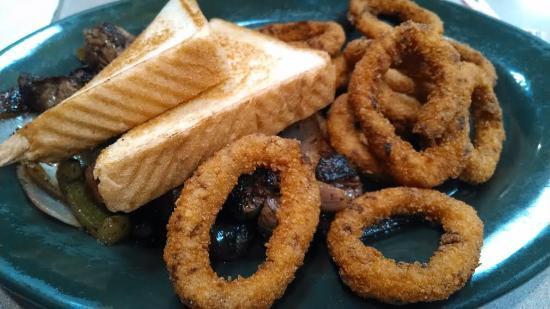Jefferson, Carolina del Norte: Where's the beef? Under the toast.