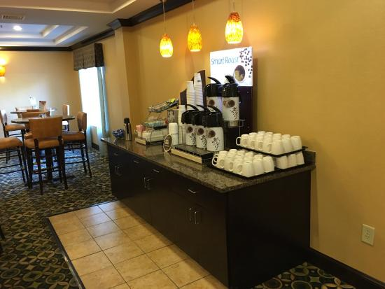 Holiday Inn Express and Suites Wytheville: photo8.jpg