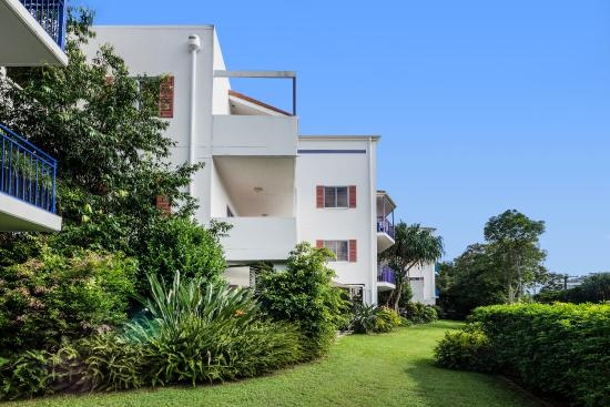 Rimini Holiday Apartments: We are a stylish two-storey walk up set in lovely tropical gardens